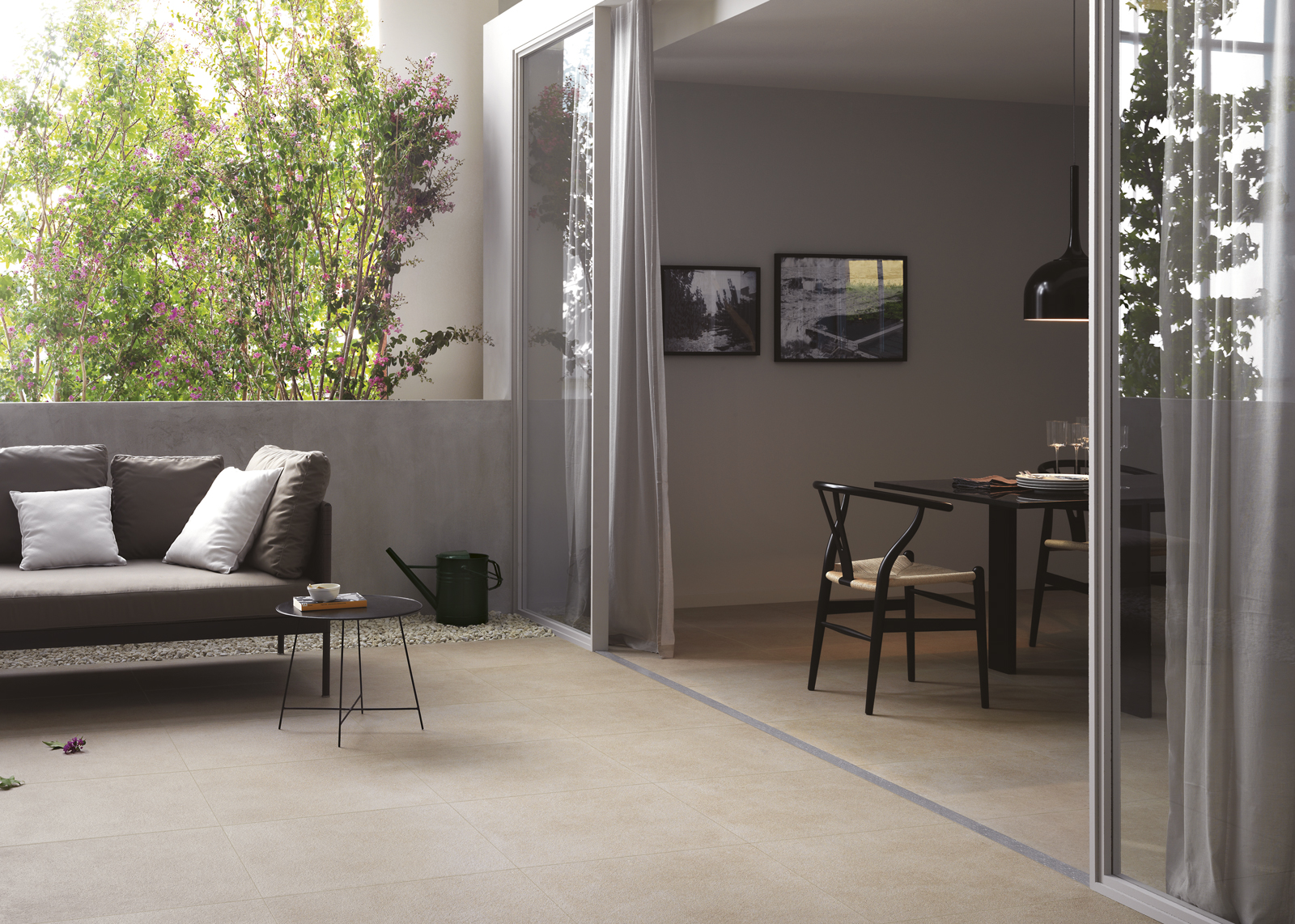 Basta distinzioni tra pavimenti per interni e per esterni